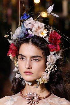 See detail photos for Christian Dior Spring 2017 Couture collection.