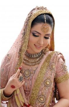 Another gorgeous bride with elegant bridal make up. The eye make up is inspired from embroidery work on brides dress and compliments the Bridal Jewelry. Asian Bridal Dresses, Eid Dresses, Pakistani Bridal Dresses, New Wedding Dresses, Punjabi Wedding, Wedding Lenghas, Desi Wedding, Dresses 2014, Asian Bridal Jewellery