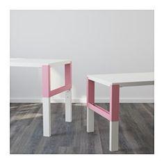 IKEA - PÅHL, Schreibtisch, weiß/grün, , Dreifach höhenverstellbar - wächst mit dem Kind.Der Schreibtisch lässt sich durch Knöpfe an den Beinen mühelos in drei verschiedene Höhen einstellen (59, 66 oder 72 cm).In den Fächern zwischen den vorderen und rückwärtigen Schreibtischbeinen lassen sich Kabel und Mehrfachsteckdosen ordentlich unterbringen.