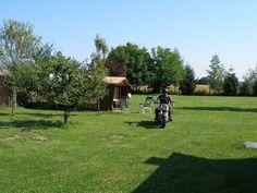 Welkom op de pagina van Camping de Ommekeer. Wij (Hans en Hannie) zijn een Nederlands echtpaar en runnen een kleine camping die wij in 2006 zijn gestart. De camping ligt in een landelijke en rustige omgeving bij het Dravameer, waar u heerlijk kunt genieten van uw vakantie in een authentiek stukje Hongarije. Van Camping, Golf Courses, Happy, Ser Feliz, Being Happy