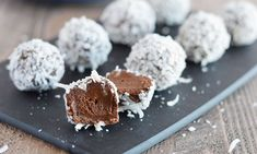 These easy Avocado Truffles are a great way to satisfy your sweet tooth without having to indulge in unhealthy desserts. They're gluten free & dairy free! Vegan Sweets, Vegan Desserts, Raw Food Recipes, Avocado Recipes, Delicious Recipes, Healthy Baking, Healthy Treats, Paleo Dessert, Dessert Recipes