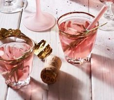 Een lekkere Oud & Nieuw cocktail: met champagne, gin & cranberry's. Ontzettend eenvoudig om te maken,…
