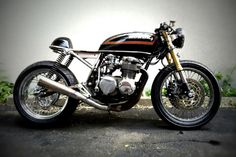 combustible-contraptions: Honda CB 550 Cafe Racer Cafe Racer Honda, Inazuma Cafe Racer, Cafe Racer Motorcycle, Cafe Racers, Women Motorcycle, Motorcycle Quotes, Motorcycle Helmets, Honda Cb, Honda Bikes