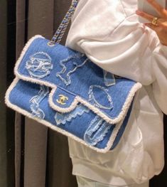 Find tips and tricks, amazing ideas for Vogue. Discover and try out new things about Vogue site Fashion Bags, Fashion Accessories, Fashion Women, Fashion Clothes, Fashion Fashion, Fashion Ideas, Winter Fashion, Club Fashion, Trendy Accessories