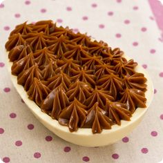 Ovo de Páscoa de Colher – Chocolate branco e doce de leite | Vídeos e Receitas de Sobremesas