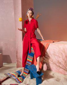 Вдохновением для новой летней коллекции от Alena Goretskaya стала Африка. Это яркая цветовая палитра, смешение стилей, анималистические и этнические принты, натуральные материалы, фурнитура и, конечно же, авторские аксессуары, которые дополнили и завершили образы, ярко отражающие стиль коллекции #alenagoretskaya #аленагорецкая #лето2020 #летнийобразженский #летнийобраз #тренды2020 #мода2020 #летнийобразнаработу #весна2020 #африка #образналето #платье #аксессуары2020 #аксессуар…