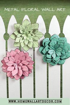 Beautiful metal pastel flowers like this look perfect for both interior and outdoor design. Great for bedrooms, living rooms, gardens and outdoor seating areas. Metal Flower Wall Decor, Outdoor Metal Wall Art, Wall Decor Set, Floral Wall, Aluminum Can Crafts, Aluminum Cans, Metal Crafts, Tin Flowers, Pastel Flowers