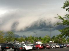Shelf cloud looking more like a tidal wave approcahing Richmond, U.S  By: Lise Clavel  16/07/2012