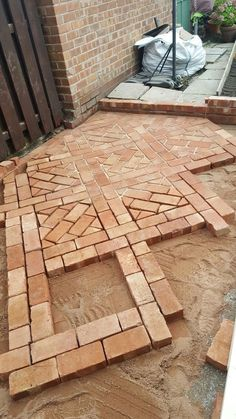 Make a small backyard beautiful with simple paver patio ideas. Learn how to build it yourself (DIY) and get your cheap brick pavers patterns designs cost ideas to personalize your new comfortable space. Small Backyard Design, Patio Design, Backyard Layout, Brick Design, Small Patio, Exterior Design, House Design, Curved Patio, Raised Patio