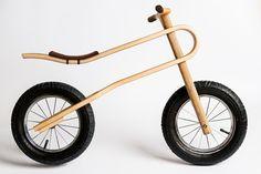 足で地面を蹴るように進む、「バランスバイク」に乗る子供をよく目にします。ペダルもブレーキもないこの2輪の乗り物 […]