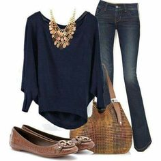 Navy blue slouched sweatshirt with jeans