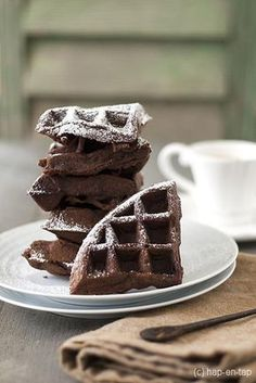 These are for the brownie-lover who can't wait until dessert. These brownie waffles would be a fun addition to brunch or for special weekend breakfast. Cookie Desserts, Just Desserts, Delicious Desserts, Waffle Recipes, Cake Recipes, Waffles, Weird Food, Happy Foods, Biscuits