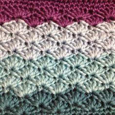松葉のような編み目になる松編み。色の組み合わせが素敵ですね。