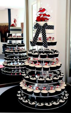 Rockabilly cupcake tower Love these cake designs.great ideas for weddings too Red without the pokadots. Rockabilly Party, Rockabilly Fashion, Rockabilly Style, Rockabilly Couple, Rockabilly Ideas, 50s Wedding, Dream Wedding, Wedding Ideas, Wedding Table