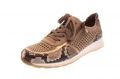 Ein super-modischer Sneaker von Ara. Lasercuts werden mit Rosé und geprägtem Leder in Reptiloptik kombiniert. Trotzdem ist er sehr komfortabel, mit Reißverschluss,...