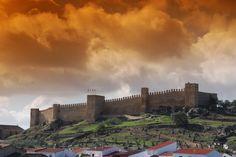 CASTLES OF SPAIN - El castillo de Santa Olalla del Cala (Huelva) fue mandado construir por Sancho IV el Bravo en 1293. Supuso la consolidación de una línea defensiva de frontera en las estribaciones de Sierra Morena, conocida como la Banda Gallega, línea militarizada que defendía el gran Reino de Sevilla de las amenazas portuguesas, consistía en una cadena de castillos comunicados visualmente. Este castillo se comunicaba visualmente con el de Real de la Jara, en la provincia de Sevilla.
