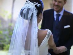 Recibir al lunes así nos llena de emoción. Gracias Marta! #sisterstocados #tocados #novias #brides #bridalaccessories #wedding #bodas #coronasdeflores #flowercrowns #tiaras #accesoriosnovias #noviasister #muysisters #tocadosnovia