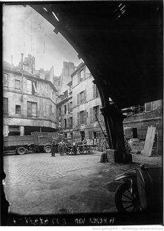 Le vieux Paris qui va disparaître : l'auberge du Compas d'or, 70 rue Montorgueil : [photographie de presse] / Agence Meurisse