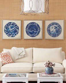 chinoiserie plates on raffia