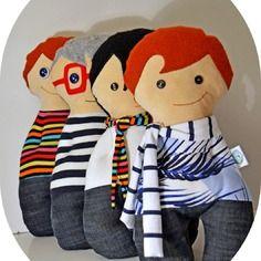 Bambole con le mani in tasca sempre sorridenti realizzabili su richiesta