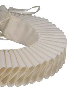 Fancy getting into the Shakespearean spirit? Well, now you can with this Elizabethan ruff.