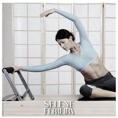 """Cada dia que passa o Pilates anda ganhando mais popularidade entre aqueles que escolhem levar uma vida mais saudável, praticando exercícios. Mas e a musculação? Será que dá para abandonar de vez a academia e passar a se dedicar apenas ao Pilates? Depende de qual tipo de Pilates você pretende fazer, do seu nível de aptidão física e seus objetivos. Para você """"ganhar"""" músculos, por exemplo, é necessário exercitá-los próximo à fadiga muscular e as aulas serem planejadas para atingir esses…"""