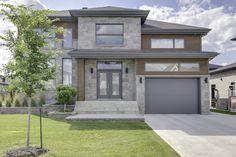 Façade Modern House Facades, Modern House Plans, Modern House Design, Modern Exterior, Exterior Design, Front House Landscaping, Canadian House, Duplex Design, Driveway Design