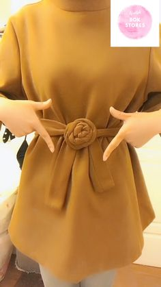 Tie Trench Coat Belt in 20 Stylish Ways It's a collection of how to tie a trench coat ribbon. There are more than 20 tie-ups, so take your time. Give you a nice coat, please! Diy Fashion, Autumn Fashion, Fashion Dresses, Fashion Tips, Fashion Hacks, Modern Hijab Fashion, Hijab Style Dress, Hijab Outfit, Scarf Knots