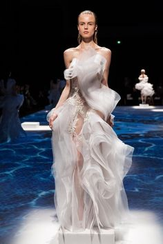 A model walks the runway during the Lan YU show as part of Paris Fashion Week - Haute Couture Fall/Winter at Grand Palais on July 2014 in Paris, France. Fashion Design Inspiration, Mode Inspiration, Runway Fashion, High Fashion, Fashion Show, Paris Fashion, Womens Fashion, Fashion News, Gorgeous Wedding Dress