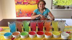 Tiffy nám ukazuje, v tomto videu jak používat Gelové vodní perly, na ozdobu vázy a čerstvě řezané květiny. Ona používá duhu barev. Skvělé nápady pro domácí d...