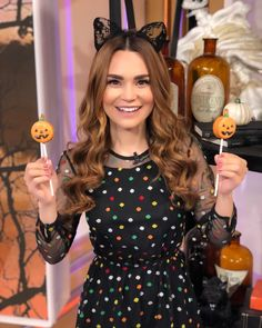 Jack-O-Lantern Cookies Pops from the cookbook Baking All Year Round Cake Business, Business Ideas, Rosanna Pansino Nerdy Nummies, Rebecca Zamolo, Beignet Recipe, Cute Youtubers, Alisha Marie, All Year Round, Cookie Pops