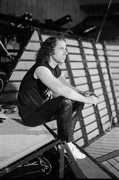 Klaus meine seriously in deep thought. Cherie