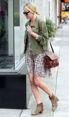 I am in love with her laid back style. And that she wears her boots more than once!