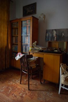 The Old Home - Books and The Beatles | Old appartment in Luhansk - Living room.