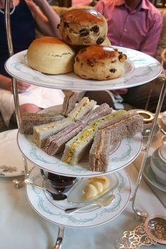 Cocoscollections The Savoy: A Traditional British Afternoon Tea - A Life Less BeigeA Life Less Beige Best Afternoon Tea, Afternoon Tea Recipes, Tea And Crumpets, Evening Meals, Light Recipes, High Tea, Drinking Tea, Tea Time, Tea Party