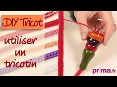 ▶ Tricotin : comment l'utiliser ? - DIY tricot - YouTube Loom Knitting, Knitting Patterns, Headband Pattern, Book Folding, Creations, Geek Stuff, Diy Crafts, Christmas Ornaments, Sewing