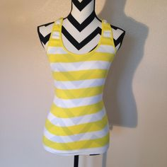 ***Cute top Stretchy, good condition Papaya Tops Muscle Tees