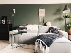 Green wall gray sofa living express army green plants bohemian industrial scandinavian living living room small diy interior home living room wall decoration inspiration Living Room Green, Green Rooms, New Living Room, Scandinavian Living, Industrial Scandinavian, Sofa Home, Diy Holz, Bedroom Decor, New Homes