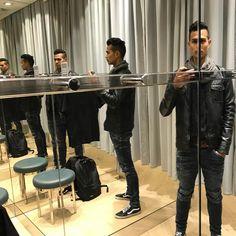 I'm starting with the...  #mirror #fittingroomselfie #ikziedubbel