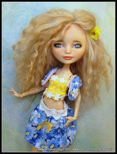 Happily Ever After Repaint High EAH EA Fashion Mohair Reroot Dressed ooak Custom Outfit- She's beautiful Monster High Repaint, Monster High Dolls, Ooak Dolls, Art Dolls, Doll Repaint Tutorial, Ever After Dolls, Monster High Custom, Eye For Detail, Doll Costume