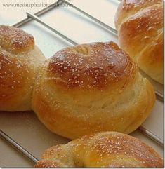 pains_brioches5 Plus Cooking Bread, Cooking Recipes, Plain Bagel, Brioche Bread, Cake Factory, Bagel Recipe, Bread And Pastries, Bread Rolls, Brunch