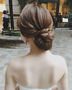 竹本 実加 / MY DRESSER代表さんはInstagramを利用しています:「#ヘアアレンジ試着会 での ヘアセットより💕 海外挙式をイメージして 面で仕上げたクラシカルな まとめアレンジ。 . ふわっとしない、 だけどかっちりも違う。 そんな美しいニュアンススタイリングを 求める花嫁様へ提案したいなぁ👰🏻💕 . for👰🏻💍 #ミディアムロング…」