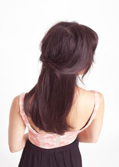 love her hair! can anyone tell me how it's pinned in the back? i can't figure it out.
