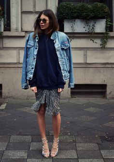 All set with vintage jeans jacket, oversize sweater, printed skirt and heels.