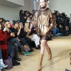 #마리패션위크  #라코스테 #17FW 컬렉션의 주제는 #백투터퓨처  라코스테의 스포티즘을 아방가르드 1990년대 우주 뉴 엘레강스 등의 키워드로 흥미롭게 풀어냈네요. editor/CSY #lacoste #nyfw #nyfwfw17 #뉴욕패션위크  via MARIE CLAIRE KOREA MAGAZINE OFFICIAL INSTAGRAM - Celebrity  Fashion  Haute Couture  Advertising  Culture  Beauty  Editorial Photography  Magazine Covers  Supermodels  Runway Models