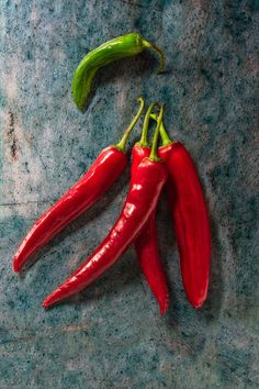 peperoncino chili pepper still life Vegetables Photography, Fruit Photography, Fruit And Veg, Fruits And Veggies, Best Veggies To Eat, Chile Picante, Coconut Oil Weight Loss, Fruit Art, Stuffed Hot Peppers