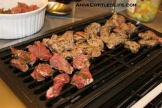 Juicy pieces of succulent meat are the result when you use this easy to make, delicious and tasty Souvlaki Marinade Recipe. Entree Recipes, Meat Recipes, Chicken Recipes, Cooking Recipes, Souvlaki Marinade, Souvlaki Recipe, Russian Dishes, Greek Recipes, Greek Meals