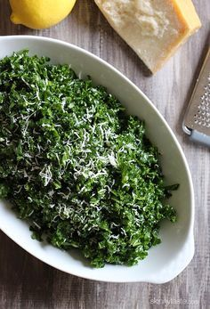A 3-minute massage for the PERFECT kale salad – only 5 ingredients! #glutenfree #vegetarian #quick