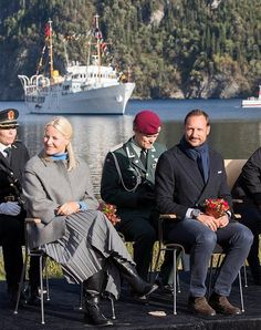 Norwegian Crown couple's three days visit to Nord-Trøndelag started. Today, Crown Prince Haakon and his wife Princess Mette-Marit visited Namsskogan, Grong and Namsos. The Couple will visit Fosnes, Flatanger and Frosta tomorrow and next day.