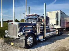 Classic Peterbilt 359. Always loved this paint scheme.